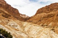 在沙漠山的一个峡谷 免版税库存照片
