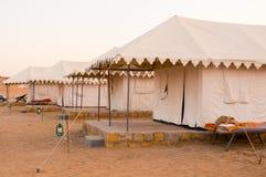 在沙漠总之jaisalmer拉贾斯坦的瑞士帐篷 库存照片