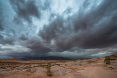 在沙漠犹他风景的雨风暴 库存图片