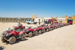 在沙漠的方形字体旅行在Hurghada附近 免版税图库摄影