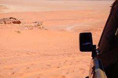 在沙漠的汽车 库存图片