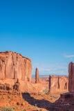 在沙漠风景的红色岩石砂岩形成 库存图片