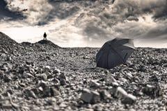 在沙漠风景的风雨如磐的云彩 库存图片
