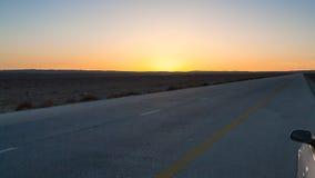 在沙漠高速公路路15的日落在约旦 图库摄影