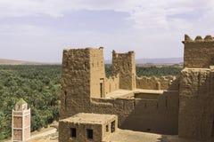 在沙漠, kasbah的一片绿洲 库存图片