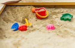 在沙盒的玩具 免版税库存照片