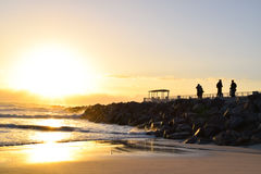 在沙滩的日出 免版税库存照片