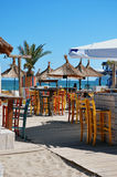 在沙滩的酒吧 免版税库存照片