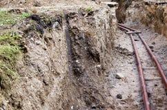 在沟槽的一条水管 免版税库存图片