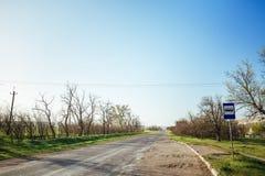 在沥青乡下公路的看法 库存照片
