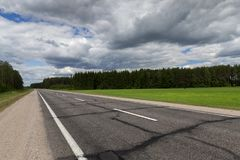 在沥青的农村路 免版税库存照片