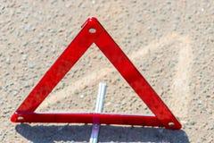 在沥青的警告三角 免版税库存照片