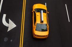 在沥青的路标在曼哈顿街道上  库存图片