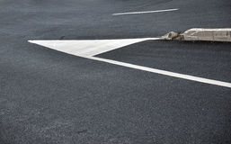 在沥青的路标 免版税库存照片