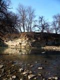 在河上的岩石 免版税库存照片