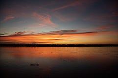 在河上的热的天空 柬埔寨 在湄公河p的晚上 免版税库存图片