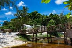 在河上的管子手段被打开的桥梁 图库摄影
