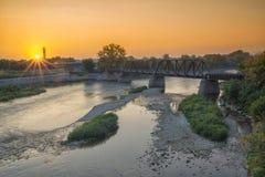 在河上的美好的日出 免版税库存照片