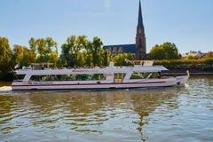 在河主要的科隆Dusseldorfer线在法兰克福,德国 免版税库存照片