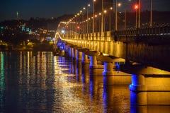在河伏尔加河的桥梁 萨拉托夫 俄国 免版税库存照片