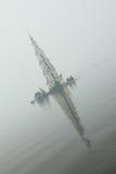 在河伏尔加河的著名和美丽的被充斥的Belltower在一多雨多云秋天天 Kalyazin,俄罗斯 库存照片