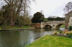 在河凸轮的桥梁 免版税库存图片
