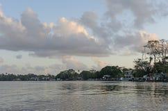 在河前面镇的清早 库存照片