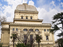 在河台伯河的河岸的主要犹太教堂在罗马意大利 免版税库存照片