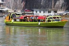 在河台伯河(罗马-意大利)的游船 图库摄影