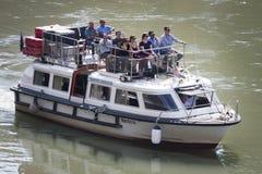在河台伯河(罗马-意大利)的游船 免版税图库摄影