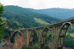 在河塔拉峡谷的桥梁 黑山 免版税图库摄影