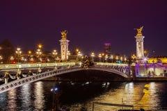 在河塞纳河间的亚历山大III桥梁在巴黎,法国 库存照片