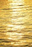 在河外面的太阳反射 库存照片
