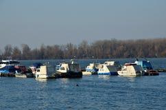 在河多瑙河的小船 免版税库存图片