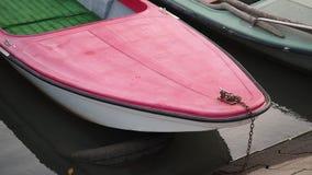 在河岸的一个渔船 股票视频