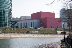 在河岸的现代大厦 库存图片