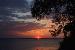 在河岸的黎明 免版税库存照片