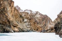 在河岸设定的野营的帐篷 Chadar艰苦跋涉 Leh拉达克 印度 免版税图库摄影