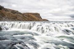在河峡谷的瀑布在冰岛 免版税库存照片