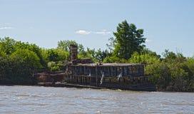 在河床队三角洲的凹下去的小船,阿根廷 免版税库存照片
