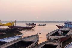 在河恒河的小船在黎明 免版税图库摄影