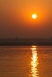 在河恒河的日出在瓦腊纳西,印度 库存照片