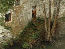 在河旁边的议院 库存图片