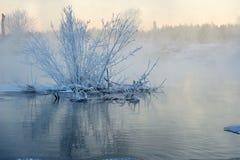 在河日出的软的霜 图库摄影