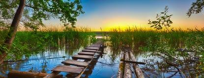 在河日落 全景 图库摄影