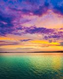 在河日落 惊人的横向 免版税库存照片