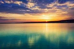 在河日落 惊人的横向 免版税图库摄影