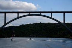 在河暂挂的桥梁 图库摄影