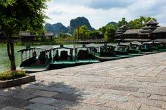 在河李桂林中国的小船 免版税图库摄影