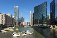 在河步行地区附近的生活在芝加哥 库存照片